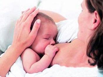 什么时间给新生儿喂奶好